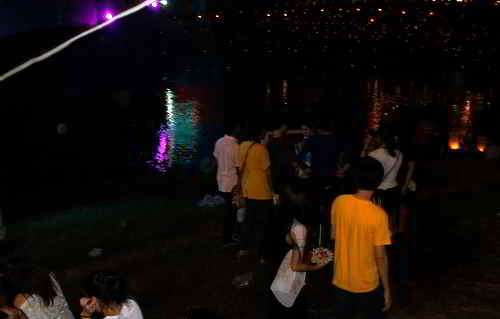 picture of A crowd at the Nan river next to Wat Yai in Phitsanulok, Thailand on Loi Krathong day 2013
