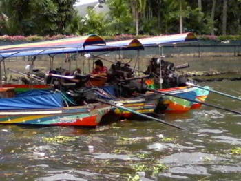 speed-boats-for-hire-on-the-Chao-Phraya-river